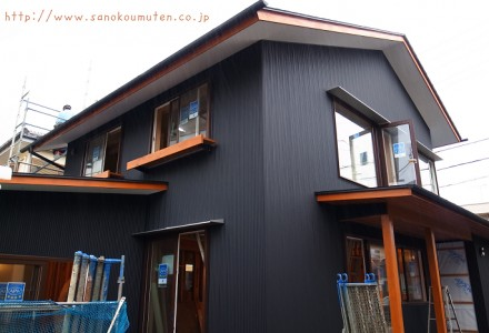 ◆足場ばらし at 変形地に建つお日様をむかえる家
