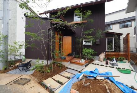 緑を植える。@変形地を活かす家 180711